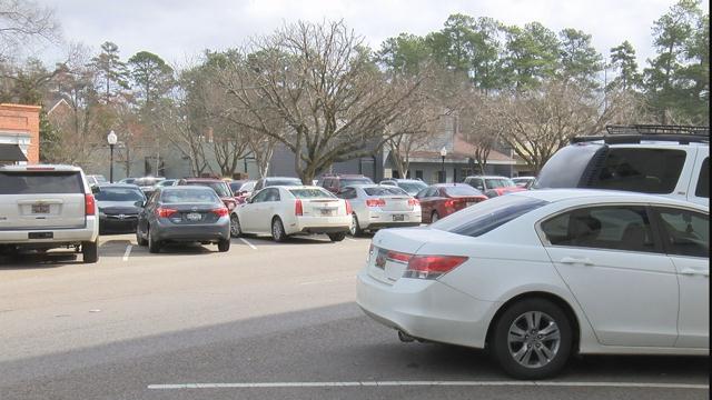 Vehicles in downtown Aiken (WFXG)