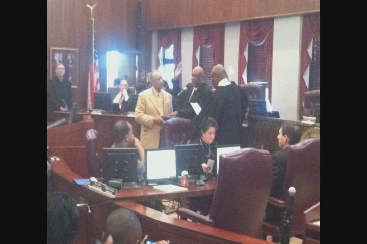 Bill Fennoy takes the oath of office/Source: Jake Wallace(WFXG)