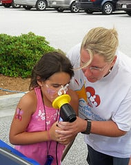 A respiratory therapist with Children's Hospital of Georgia performs a pulmonary function study on a child during an asthma awareness event. (Source: Children's Hospital of Georgia)