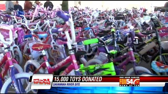 Toys For Tots 2017 North Carolina : Srs employees support toys for tots wmbfnews myrtle