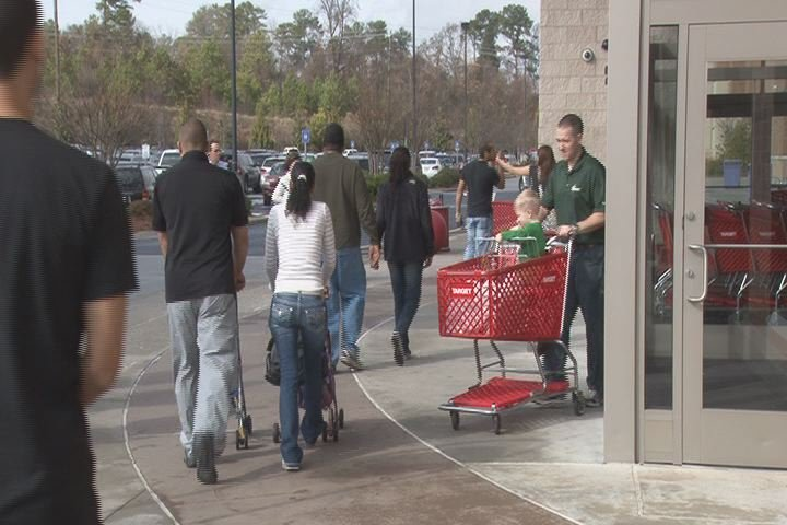 Augusta-area residents shop during the 2013 holiday season. (Source: File photo/WFXG)